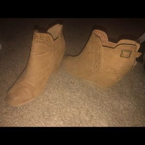 Women's Size 11 Suede Tan Wedges